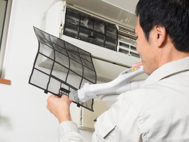 エアコン掃除をする業者