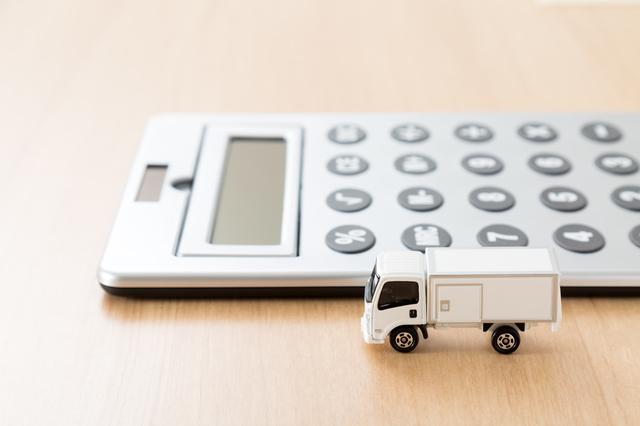 電卓とトラック