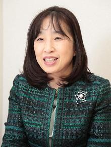 岸恵美子教授のポートレート写真