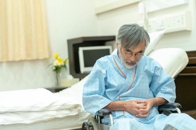 入院する老人